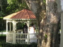 Ceremony in gazebo,550w